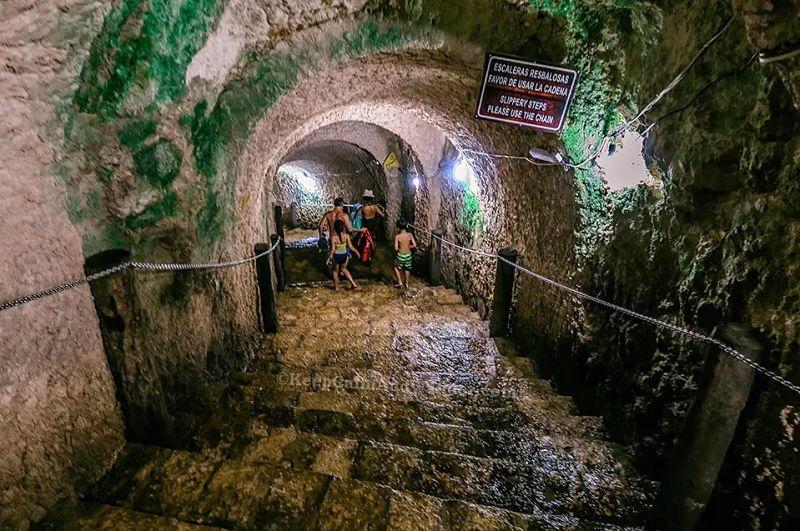 Escaleras del cenote Ik Kil